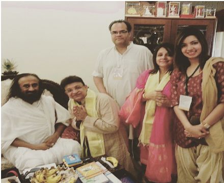 Naturopathy Doctor Urvashi Gandhi meets Sri Sri Ravi Shankar this Yoga Day
