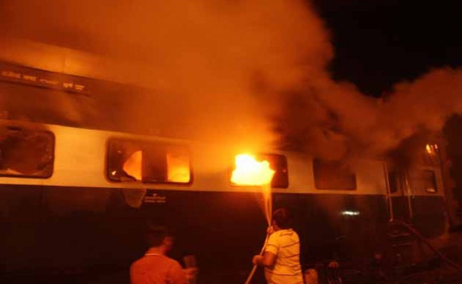 Patna Mokama Train fire